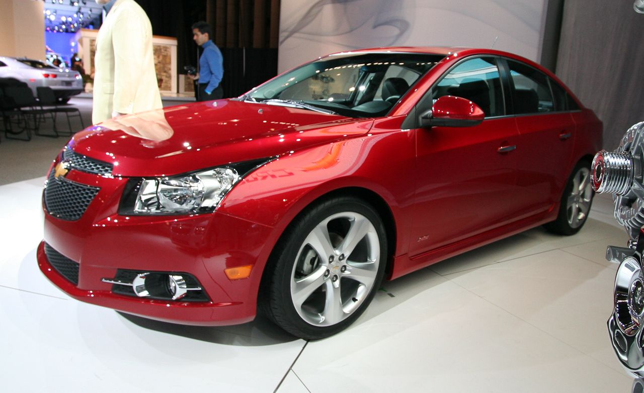 2011 Chevrolet Cruze Eco and Cruze RS