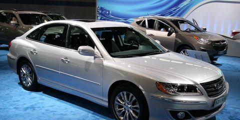 Tire, Wheel, Vehicle, Automotive design, Land vehicle, Automotive tire, Glass, Automotive lighting, Car, Headlamp,