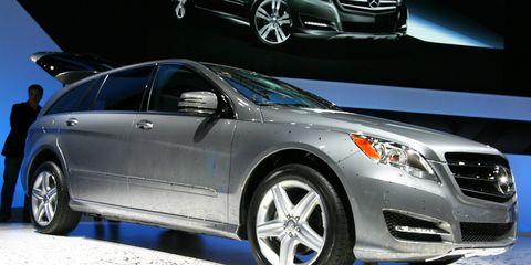 Wheel, Tire, Mode of transport, Automotive design, Vehicle, Land vehicle, Product, Automotive lighting, Glass, Car,