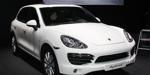 Tire, Wheel, Automotive design, Mode of transport, Vehicle, Land vehicle, Car, Rim, Headlamp, Automotive lighting,