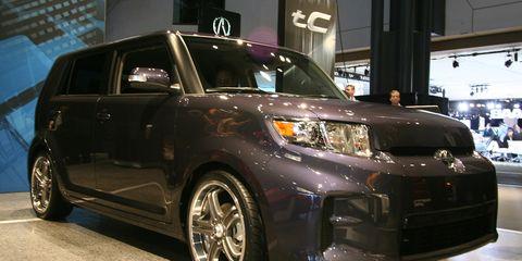 Tire, Motor vehicle, Wheel, Automotive design, Vehicle, Automotive exterior, Automotive lighting, Automotive tire, Land vehicle, Rim,