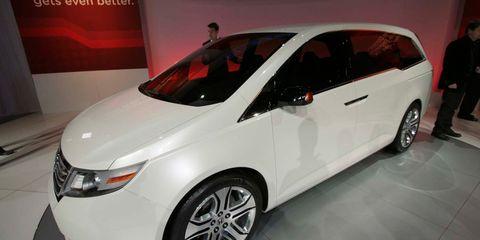 Wheel, Automotive design, Mode of transport, Vehicle, Event, Car, Alloy wheel, Automotive mirror, Fender, Vehicle door,