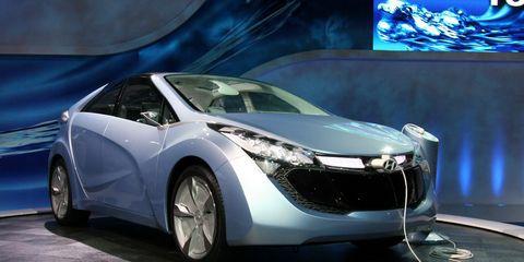 Mode of transport, Automotive design, Transport, Vehicle, Land vehicle, Car, Automotive mirror, Auto show, Vehicle door, Personal luxury car,
