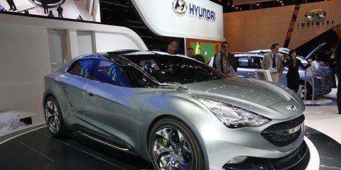 Tire, Wheel, Automotive design, Vehicle, Event, Land vehicle, Automotive wheel system, Headlamp, Car, Automotive lighting,