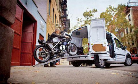Wheel, Motor vehicle, Tire, Motorcycle, Mode of transport, Land vehicle, Automotive tire, Fender, Rim, Automotive lighting,