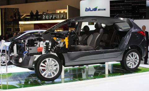 Tire, Motor vehicle, Wheel, Automotive design, Vehicle, Vehicle door, Car, Alloy wheel, Rim, Fender,