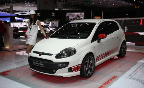 Tire, Wheel, Motor vehicle, Automotive design, Vehicle, Automotive tire, Land vehicle, Automotive wheel system, Alloy wheel, Car,