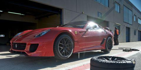Tire, Wheel, Automotive design, Automotive tire, Vehicle, Rim, Performance car, Supercar, Car, Automotive lighting,