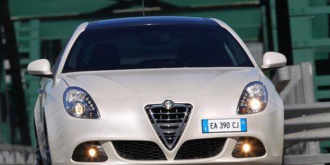 Motor vehicle, Mode of transport, Automotive design, Automotive mirror, Vehicle, Transport, Land vehicle, Car, Headlamp, Grille,