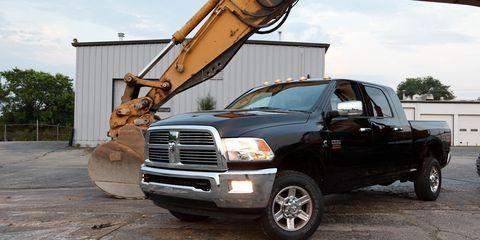 Motor vehicle, Automotive tire, Vehicle, Transport, Land vehicle, Automotive parking light, Automotive design, Hood, Grille, Automotive lighting,