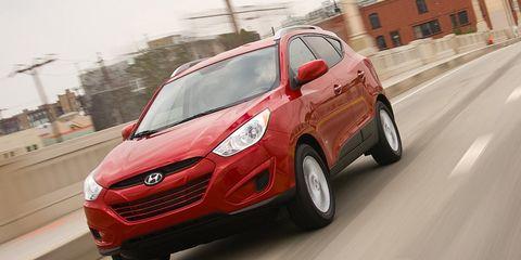 Tire, Motor vehicle, Wheel, Automotive design, Mode of transport, Vehicle, Automotive mirror, Road, Land vehicle, Automotive tire,