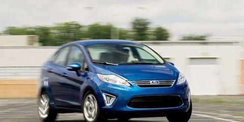 Tire, Wheel, Motor vehicle, Automotive design, Automotive mirror, Vehicle, Transport, Car, Automotive tire, Headlamp,