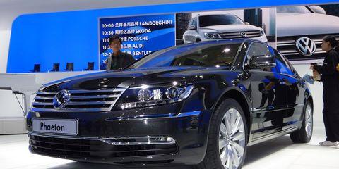 Tire, Wheel, Automotive design, Vehicle, Land vehicle, Car, Grille, Personal luxury car, Vehicle registration plate, Luxury vehicle,