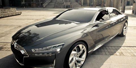 Wheel, Tire, Automotive design, Vehicle, Land vehicle, Car, Alloy wheel, Rim, Personal luxury car, Fender,