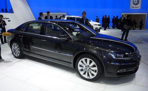 Tire, Wheel, Automotive design, Vehicle, Land vehicle, Car, Alloy wheel, Grille, Full-size car, Personal luxury car,