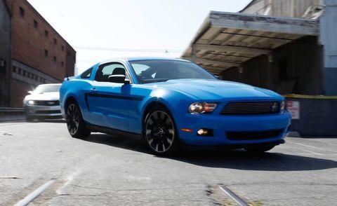 Motor vehicle, Tire, Automotive design, Blue, Automotive tire, Daytime, Transport, Vehicle, Hood, Land vehicle,