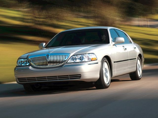 Lincoln Town Car Review Pricing And Specs