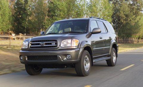 Tire, Motor vehicle, Wheel, Automotive tire, Automotive mirror, Vehicle, Road, Automotive lighting, Transport, Hood,