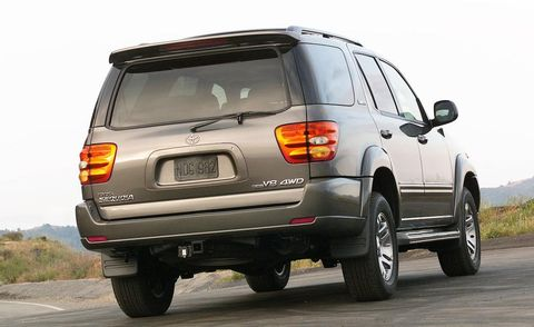 Tire, Motor vehicle, Wheel, Automotive tire, Automotive tail & brake light, Automotive design, Mode of transport, Vehicle, Road, Automotive lighting,