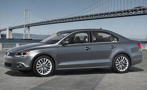 Tire, Wheel, Vehicle, Alloy wheel, Land vehicle, Rim, Car, Spoke, Automotive design, Bridge,