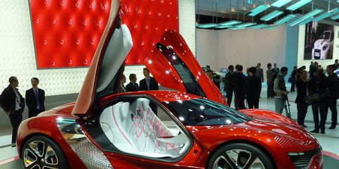 Tire, Wheel, Mode of transport, Automotive design, Vehicle, Land vehicle, Event, Car, Personal luxury car, Auto show,