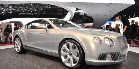 Tire, Automotive design, Vehicle, Land vehicle, Car, Personal luxury car, Rim, Alloy wheel, Fender, Bentley,
