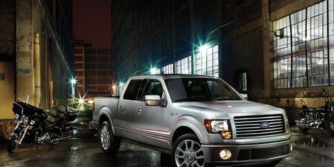 Tire, Motor vehicle, Wheel, Automotive tire, Automotive design, Vehicle, Window, Glass, Automotive parking light, Land vehicle,