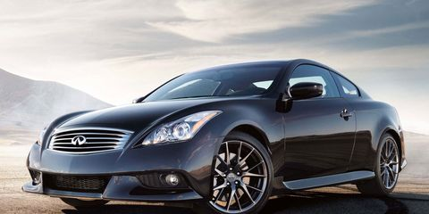 Tire, Automotive design, Mode of transport, Vehicle, Automotive lighting, Headlamp, Hood, Grille, Car, Rim,