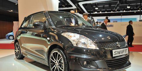 Automotive design, Vehicle, Land vehicle, Event, Car, Grille, Headlamp, Auto show, Automotive lighting, Alloy wheel,