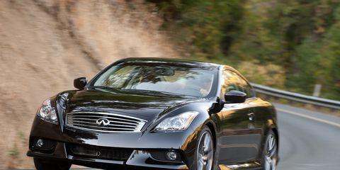 Tire, Automotive design, Mode of transport, Automotive mirror, Vehicle, Headlamp, Automotive lighting, Land vehicle, Road, Car,