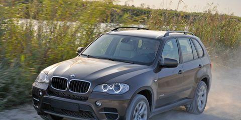 Tire, Wheel, Automotive tire, Vehicle, Automotive exterior, Land vehicle, Rim, Headlamp, Hood, Car,