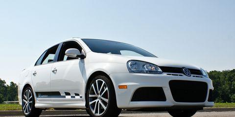 Tire, Automotive mirror, Automotive design, Daytime, Vehicle, Automotive wheel system, Transport, Rim, Alloy wheel, Infrastructure,