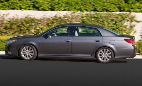 Tire, Wheel, Alloy wheel, Vehicle, Automotive design, Land vehicle, Rim, Car, Full-size car, Spoke,