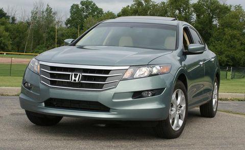 Motor vehicle, Automotive mirror, Wheel, Daytime, Vehicle, Land vehicle, Glass, Automotive lighting, Grille, Transport,