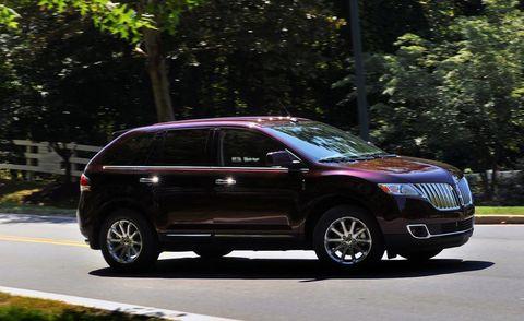 Tire, Wheel, Vehicle, Land vehicle, Car, Crossover suv, Compact sport utility vehicle, Automotive lighting, Automotive tire, Fender,