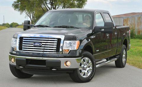 Tire, Motor vehicle, Wheel, Automotive tire, Vehicle, Land vehicle, Transport, Rim, Automotive parking light, Glass,