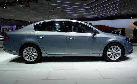 Tire, Wheel, Automotive design, Vehicle, Land vehicle, Alloy wheel, Car, Spoke, Full-size car, Rim,