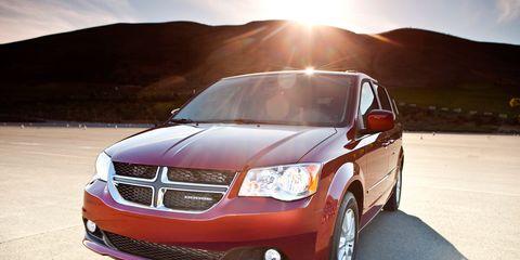 Tire, Wheel, Automotive mirror, Daytime, Automotive design, Vehicle, Automotive lighting, Glass, Transport, Headlamp,