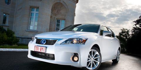 Motor vehicle, Automotive design, Mode of transport, Daytime, Vehicle, Transport, Land vehicle, Infrastructure, Vehicle registration plate, Glass,