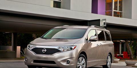 Motor vehicle, Tire, Wheel, Mode of transport, Daytime, Vehicle, Glass, Window, Automotive exterior, Headlamp,