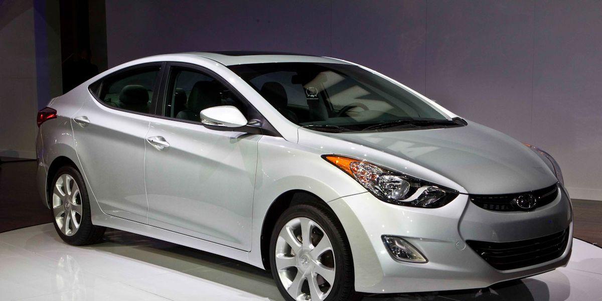 2011 Hyundai Elantra Debuts Hyundai Elantra News 150 Car And Driver