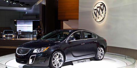 Mode of transport, Automotive design, Vehicle, Event, Car, Personal luxury car, Rim, Luxury vehicle, Mid-size car, Automotive lighting,