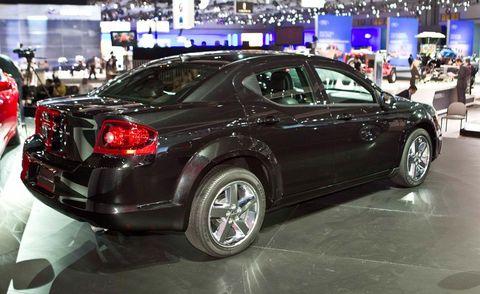 Wheel, Tire, Automotive design, Vehicle, Land vehicle, Car, Rim, Alloy wheel, Automotive lighting, Fender,