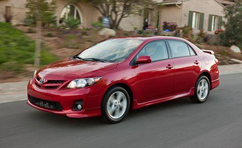 Tire, Wheel, Daytime, Vehicle, Land vehicle, Automotive design, Car, Automotive lighting, Automotive mirror, Rim,