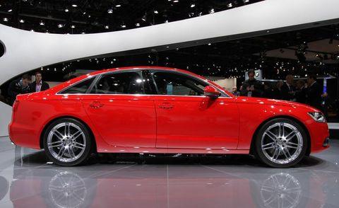 Tire, Wheel, Automotive design, Vehicle, Alloy wheel, Land vehicle, Car, Spoke, Rim, Full-size car,