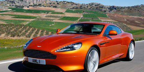Tire, Wheel, Automotive design, Mode of transport, Vehicle, Car, Rim, Automotive tire, Fender, Plain,