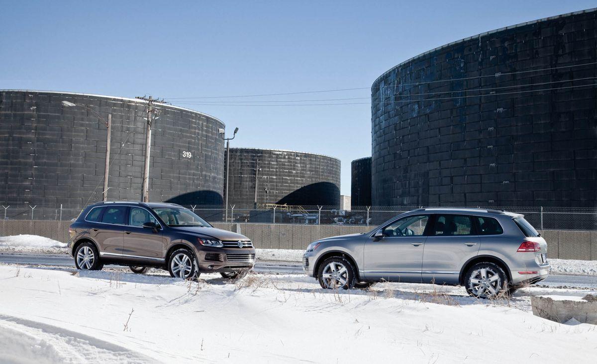 2011 Vw Touareg V6 Tdi Vs 2011 Vw Touareg Hybrid Comparison Test Car And Driver