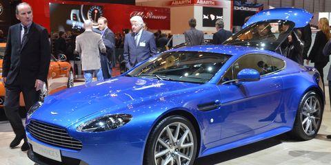 Wheel, Tire, Automotive design, Vehicle, Event, Land vehicle, Car, Rim, Personal luxury car, Auto show,