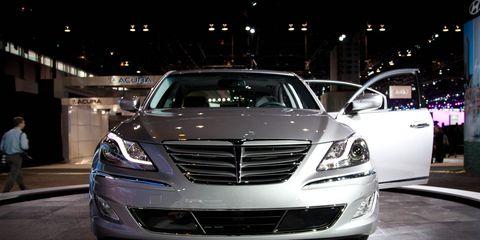 Mode of transport, Automotive design, Vehicle, Automotive lighting, Headlamp, Land vehicle, Grille, Car, Personal luxury car, Luxury vehicle,