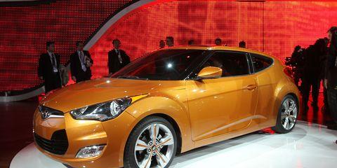 Tire, Motor vehicle, Wheel, Automotive design, Vehicle, Land vehicle, Event, Car, Headlamp, Automotive lighting,